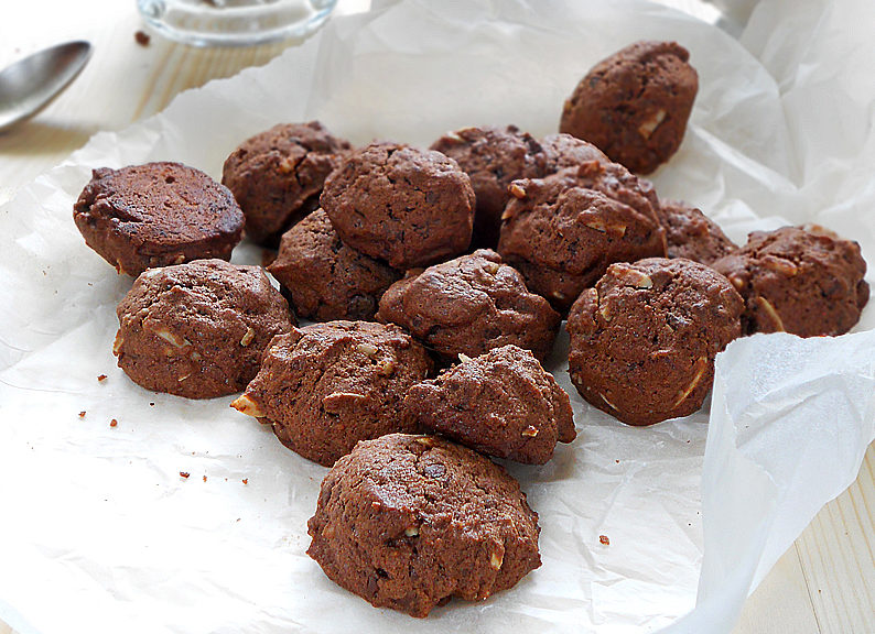 czekoladowe ciasteczka z migdałami