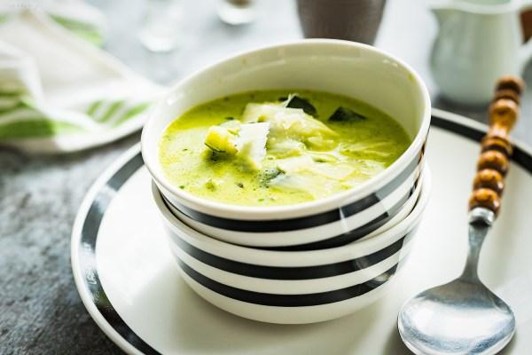 zupa z cukinii z parmezanem