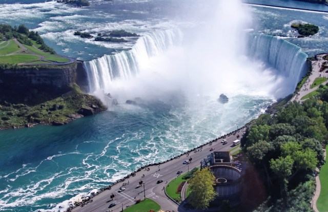Niagara Waterfalls tallest moving waterfall of Earth