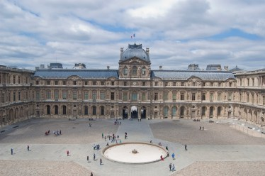 Louvre_Cour_Carrée_June_2010