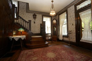 Silence-of-the-lambs-house-8-27-Foyer-21