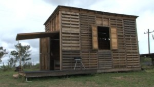 pallet-house-003-600x339