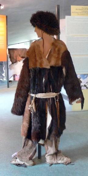 Archeoparc_-_Museum_Ötzi_Kleidung