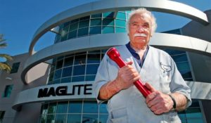 pic_giant_052015_SM_Maglite