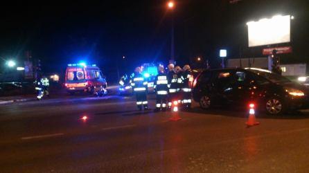 Zderzenie osobówki z motocyklem na skrzyżowaniu al. Jerozolimskich i Regulskiej w Regułach (gm. Michałowice).