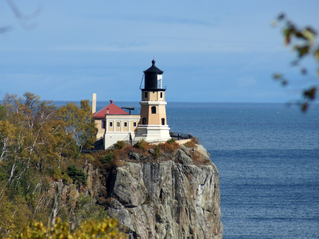 5 Best Lighthouse Hikes In The Great Lakes Region With