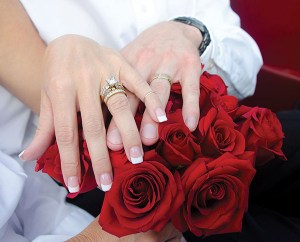 bride_groom_wedding_rings_LARGE