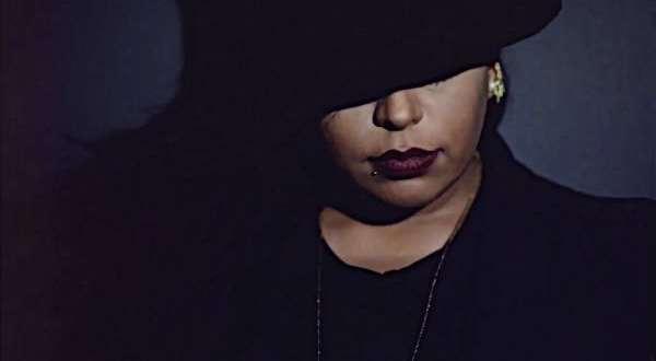 أول مطربة سعودية تغني بالإنجليزية
