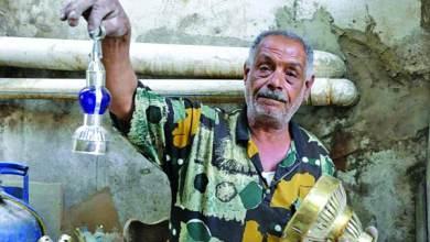 Photo of صانع فوانيس الغلابة في درب البرابرة أحمد السني: الفوانيس تحمل أسماء الزعماء والفنانين