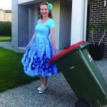 قصة طريفة خلف الفكرة  موضة رمي القمامة بأجمل الأزياء أصبحت أمتع الأوقات أسبوعياً!