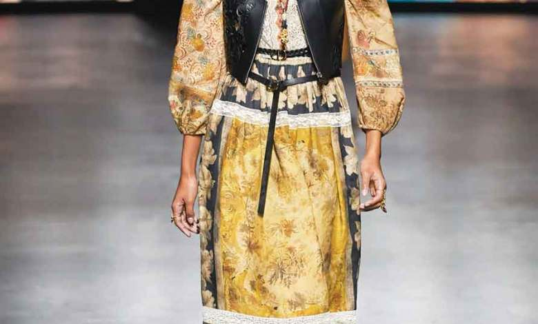 Photo of فرضت واقعاً جديداً على عالم الموضة والأزياء جائحة كورونا.. تُلبسنا الأزياء الفضفاضة وملابس الرياضة