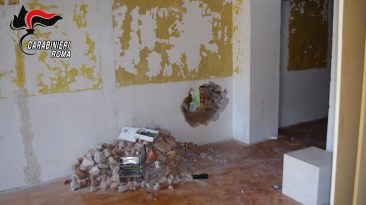 CENTRO - I negozi ripuliti dalla banda del buco (3)
