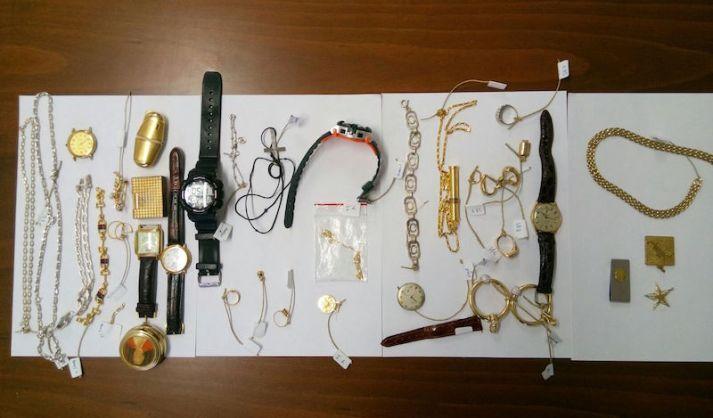 Chi riconosce un proprio gioiello rubato può rivolgersi ai Carabinieri di Scandicci
