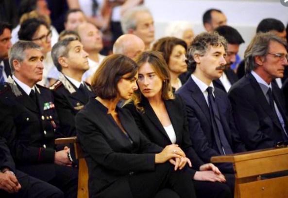 Ai funerali di Fermo erano presenti il presidente della Camera Laura Boldrini e il ministro  Maria Elena Boschi