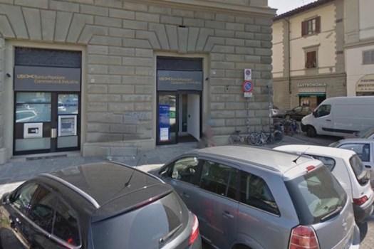 L'agenzia della banca in piazza Beccaria a Firenze (foto Street Wiew Google)