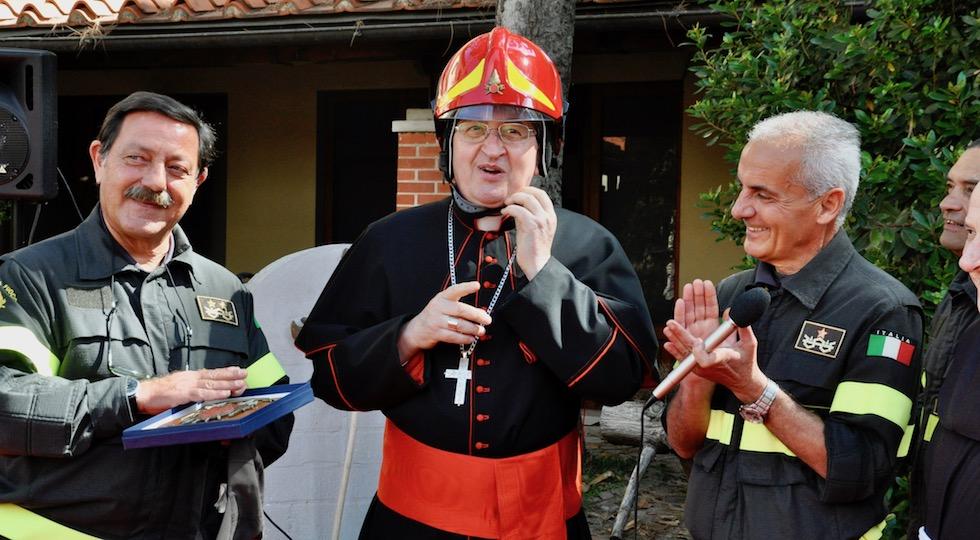 da sin. il direttore regionale dei VVFF Gregorio Agresta, il cardinale Giuseppe Betori e il comandante provinciale Claudio Chiavacci