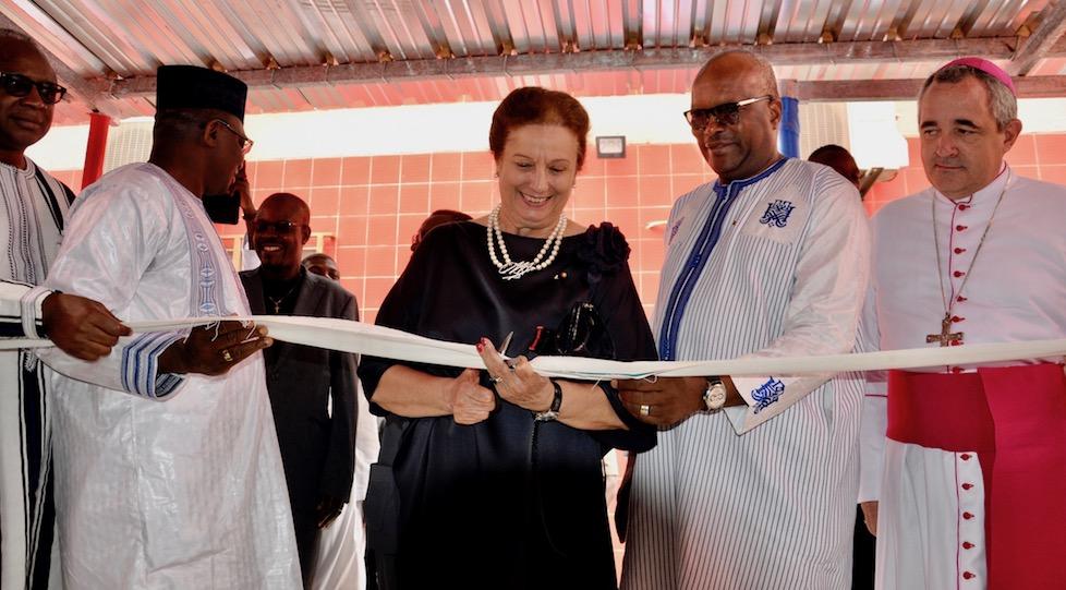 da sin. Rossella Segreto Annigoni, il presidente del Burkina Roch Kaboré, il Nunzio apostolico Piergiorgio Bertoldi