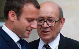 Il presidente Emmanuel Macron (sin.) e il ministro degli esteri Jean-Yves Le Drian