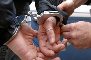 arrestato, manette, ammanettato assassino