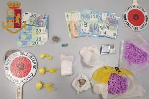 Avevano 600 pastiglie di ecstasy, due arresti