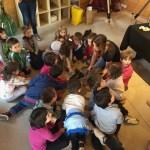 Caterina con in una visita con le scuole elementari