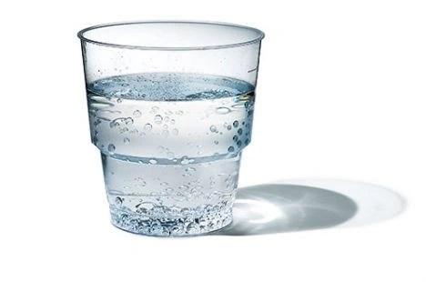 Foto glas water, van de Osteopraktijk in Amsterdam, behandeling van bewegingsbeperkingen van botten, spieren, bloedvaten, ingewanden.