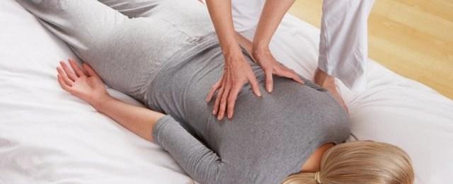 Foto massage (2), van de Osteopraktijk in Amsterdam, behandeling van bewegingsbeperkingen van botten, spieren, bloedvaten, ingewanden.