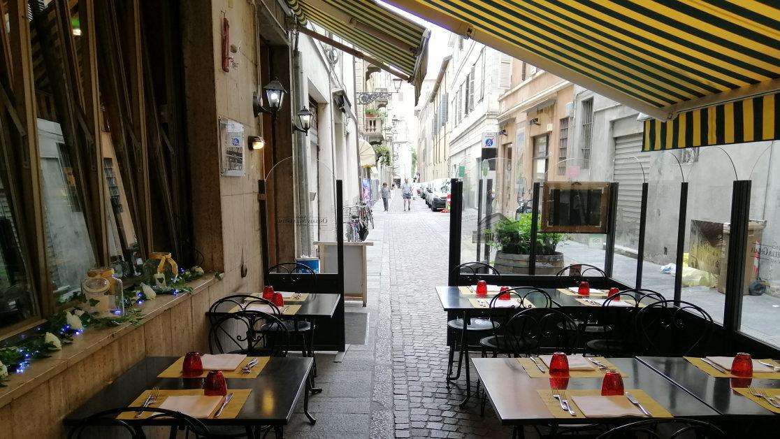 Osteria all'aperto Centro Storico Parma: Piatti Tipici e Buona Cucina