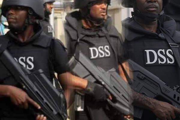 Image result for DSS Operatives allegedly batter Journalists at Osun Assembly