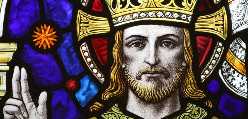 WINDOW DEPICTS CHRIST WITH CROWN
