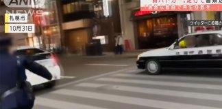 """YouTuber japonês """"queria aumentar as visualizações"""" com um carro de polícia falso e foi preso"""