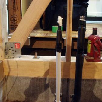 工事中:土台・柱交換後に構造補強