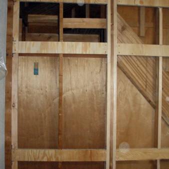 工事前:耐震壁を取り付ける下地を施工