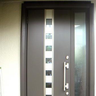 工事後:外壁や内装を傷めずに、断熱や防犯に優れた玄関ドアに1日で工事完了。