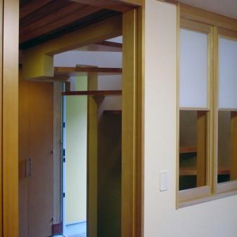 3:寝室 寝室より玄関方向を見る。