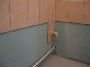 укладка плтки в ванной084