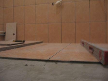 укладка плтки в ванной099
