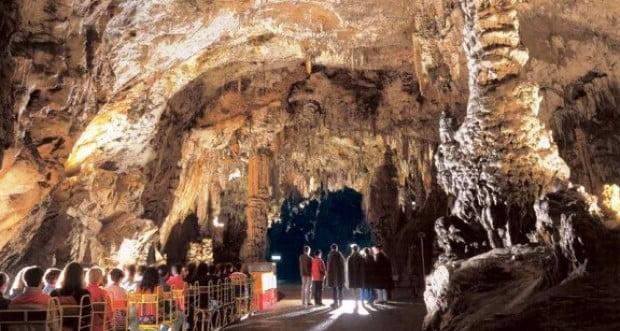 Подземните чудеса на пещерата Постойнска яма/пещерата Постойна/ и Предямския замък  в Словения