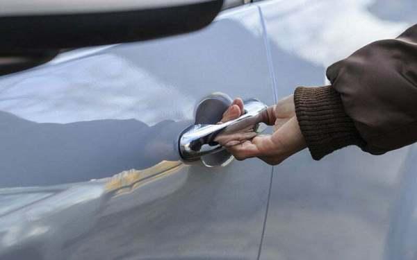 Какво да направите, когато заключите колата си по време на пътуване до София