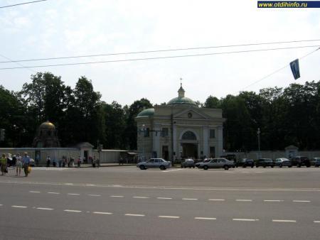 СвятоТроицкая АлександроНевская лавра Святые места
