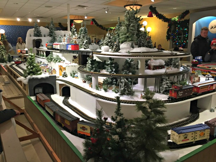 Holiday Fun at Ingleside Hotel including Wisconsin's largest holiday light show.
