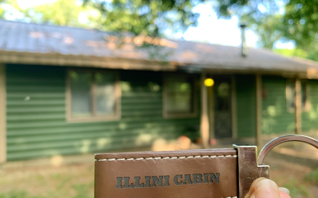 A secluded getaway at Kishauwau's Starved Rock Area Cabins