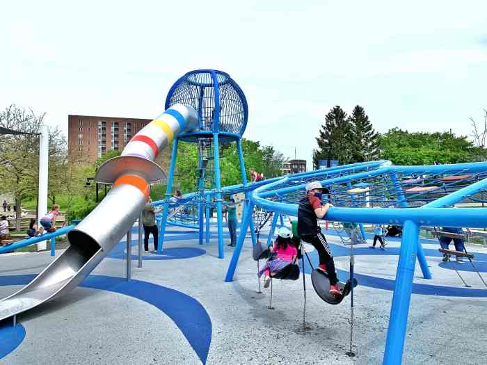 Plan a fun family weekend in Indianapolis with a visit to the Children's Museum,art, gardens, a canal bike ride, sculptures, nature and more.