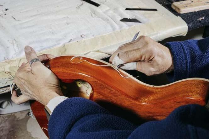Πως φτιάχνονται οι κιθάρες Gibson Les Paul (9)