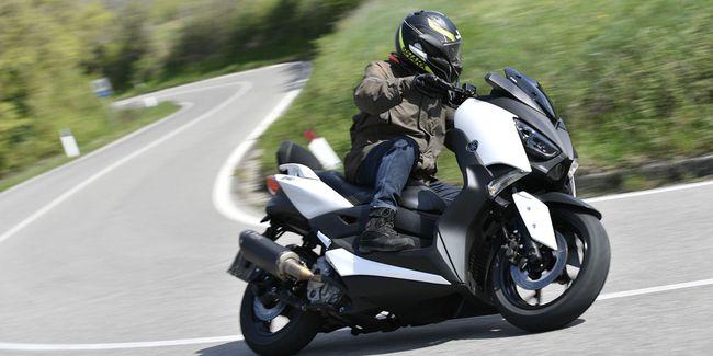 Harga Yamaha XMAX Sang Skuter Touring 2020