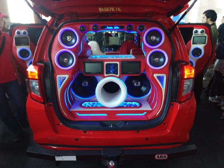Penambahan Fitur Sistem Audio, Indikasi Penyebab Aki Mobil Cepat Tekor