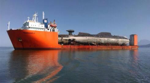kapal angkut kapal selam (3)
