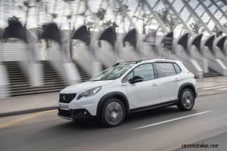 2017-Peugeot-2008-dynamic_020