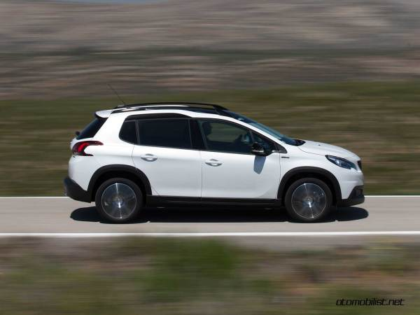 2017-Peugeot-2008-dynamic_027