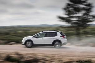 2017-Peugeot-2008-dynamic_035